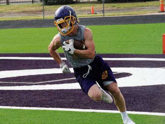 Wylie's Cason Grant turns upfield during Monday's first