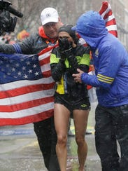 Desiree Linden, of Washington, Mich., celebrates after