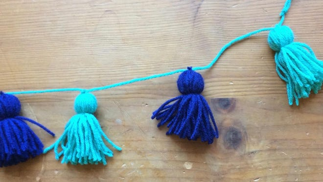 Make a garland strip out of yarn and beads.