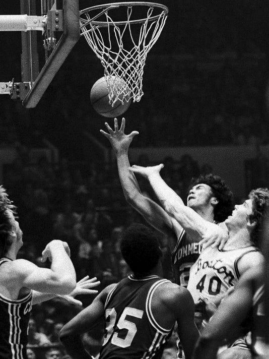 Obit_Hanson_UConn_Basketball_25092.jpg