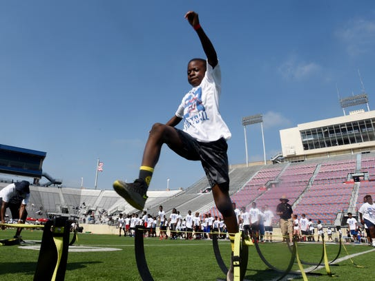 Quatavis Dennis does some football drills during the