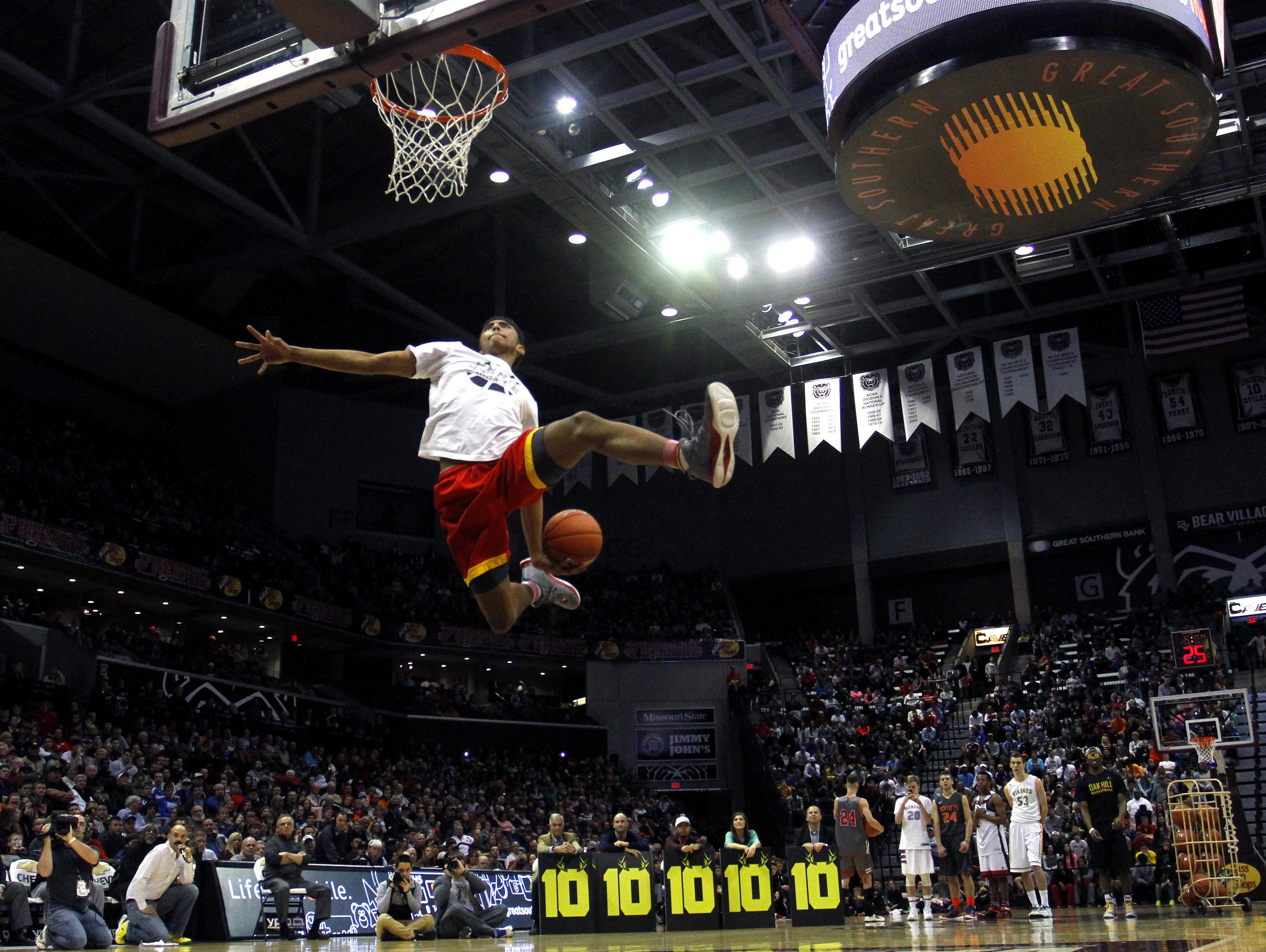 The 2016 Bass Pro Tournament of Champions will feature a dunk contest before the championship game for the second consecutive year.