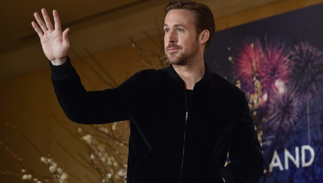 """Canadian actor Ryan Gosling waves to the media as he arrives at a press conference for his film """"La La Land"""" in Tokyo on January 27, 2017. Romantic showbiz musical """"La La Land"""" topped the Oscars nominations list on January 25 with a whopping 14 nods, tying an all-time record."""