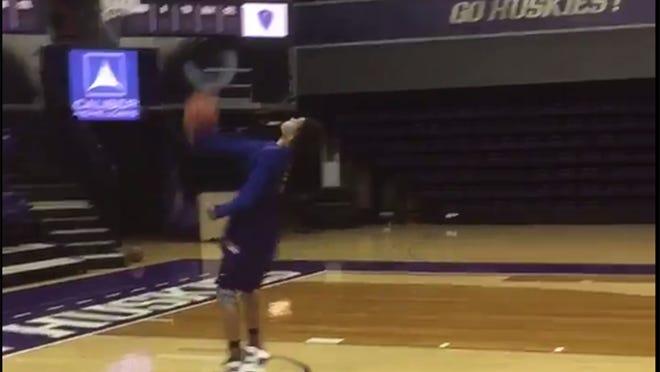 Washington freshman Markelle Fultz makes a full-court shot backwards.