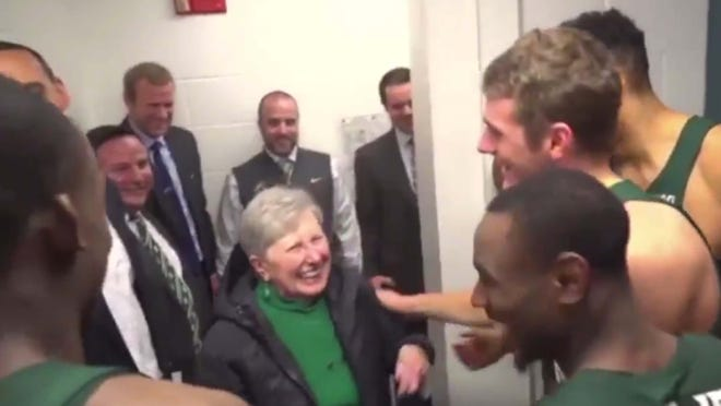 Tom Izzo brought his mom into the locker room, and the players loved her!