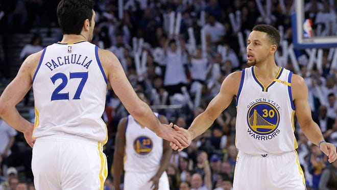 Golden State Warriors guard Stephen Curry (30) and center Zaza Pachulia (27) against the Toronto Raptors during an NBA basketball game in Oakland, Calif., Wednesday, Dec. 28, 2016.