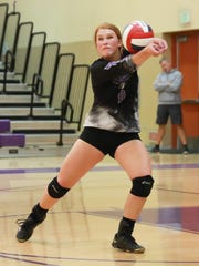 Mission Oak's Aubrey Cardoza (9) returns a volley against