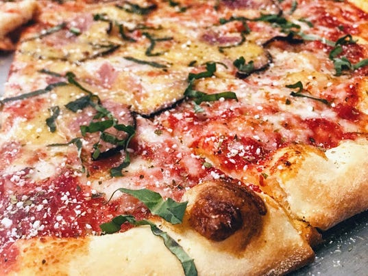 636334701713340714-Thin-Crust-Pizza-at-Butchertown-Pizza-Hall.JPG