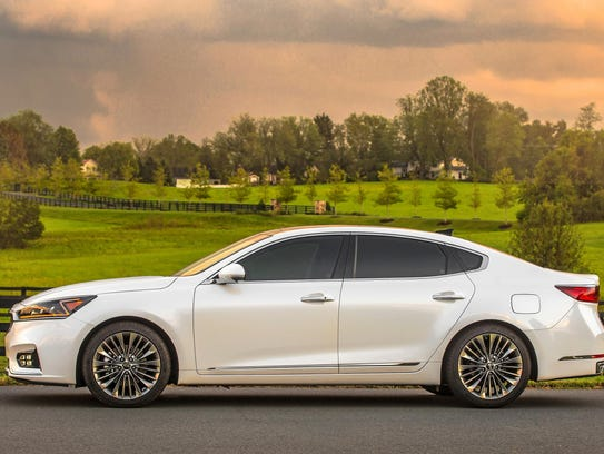 The 2017 Cadenza's power comes from a 3.3-liter double-overhead