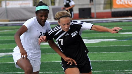 """Brighton's Emma Shinsky (7) is """"on fire"""" early on in her senior season and hopes to lead No. 4-ranked Brighton to a state championship in 2017."""