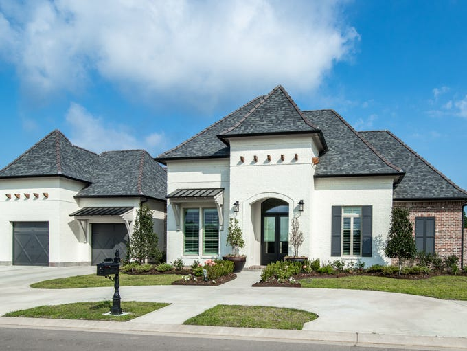 This5 Bedroom,4 1/2Bath home is located at105 Sonoma