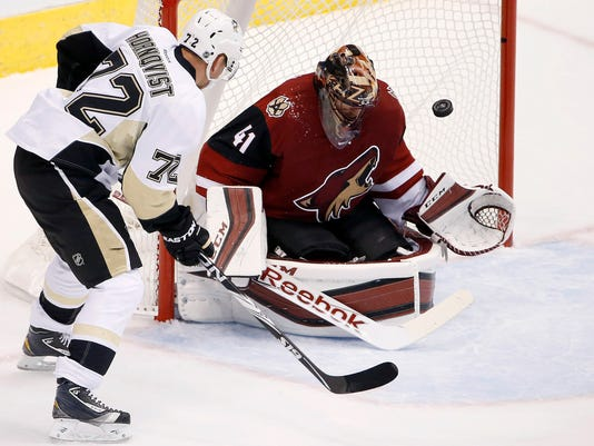 Patric Hornqvist, Mike Smith