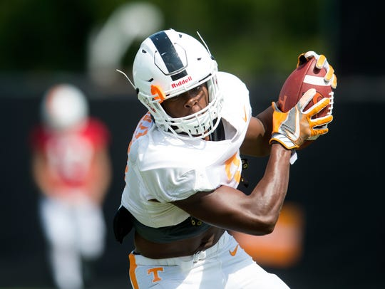 Tennessee running back Ty Chandler catches a pass during