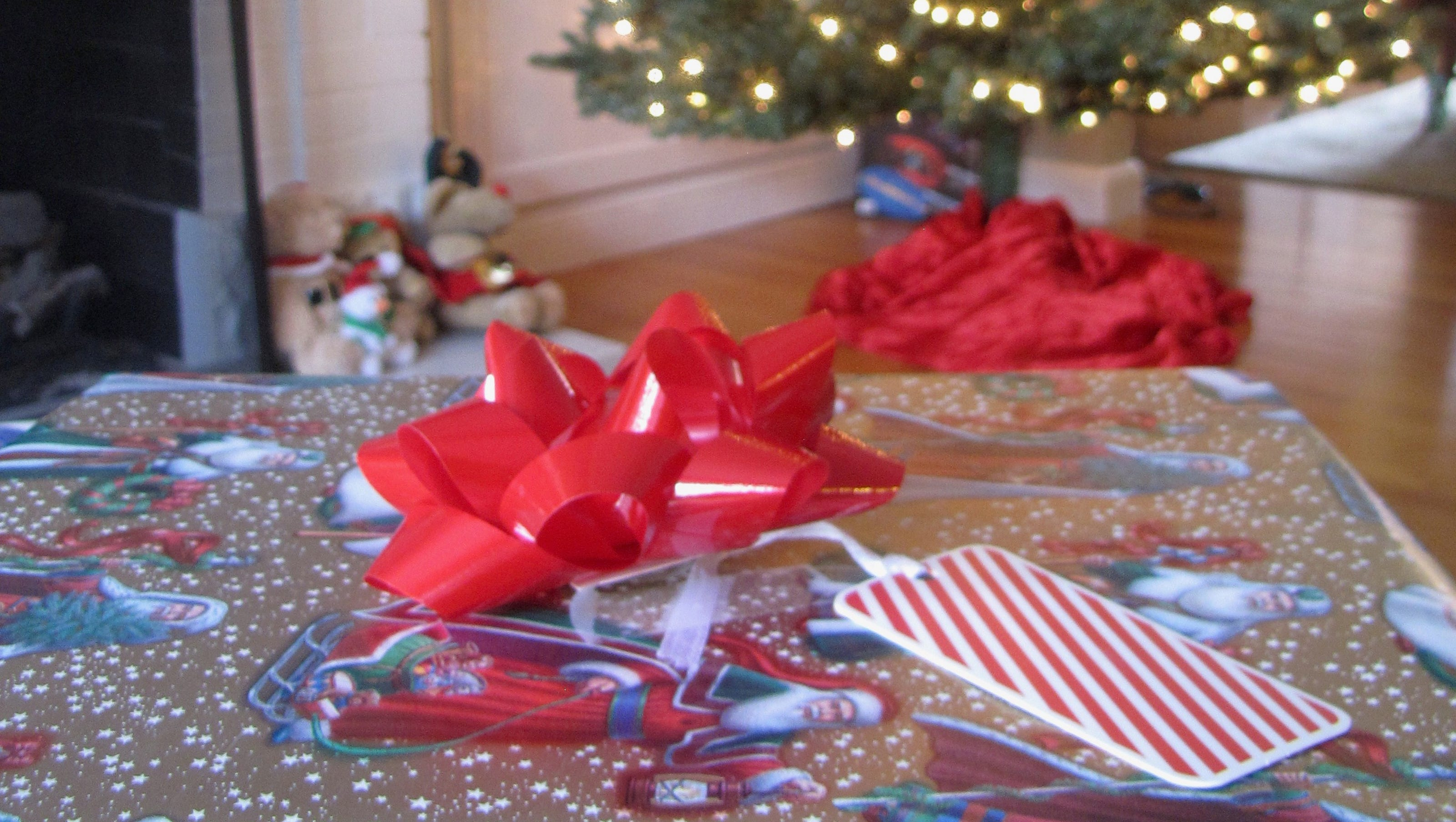 Christmas wrapping paper What you can t recycle