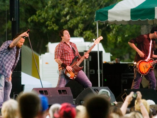2010: Uncle Kracker performs on Saturday evening at