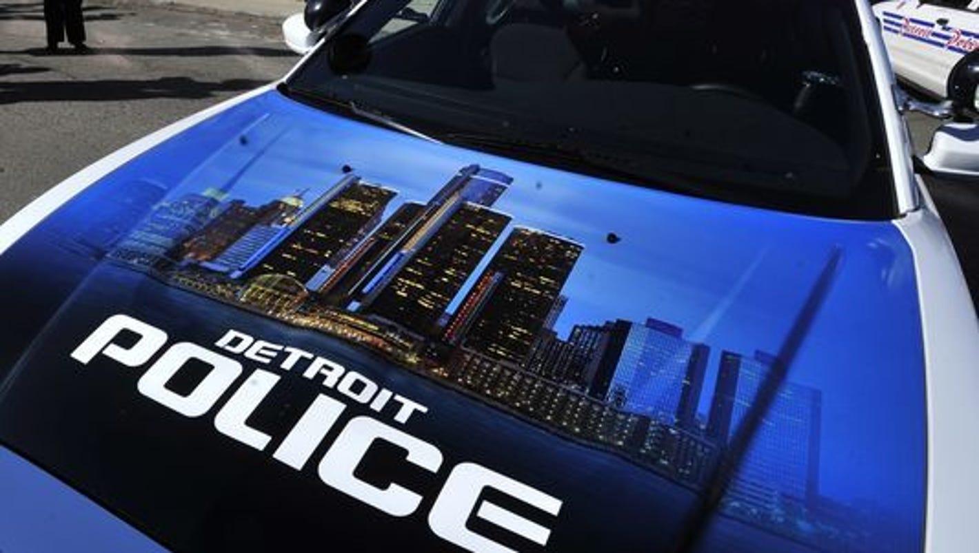2 Detroit police cars crash on east side