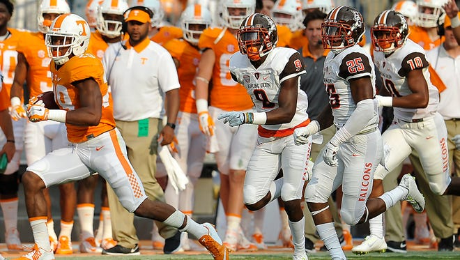 Tennessee defensive back Evan Berry (29) finds some open field against Bowling Green on Sept. 5, 2015.