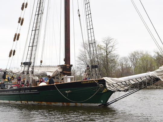 A view of the sloop Clearwater sailing down the Hudson