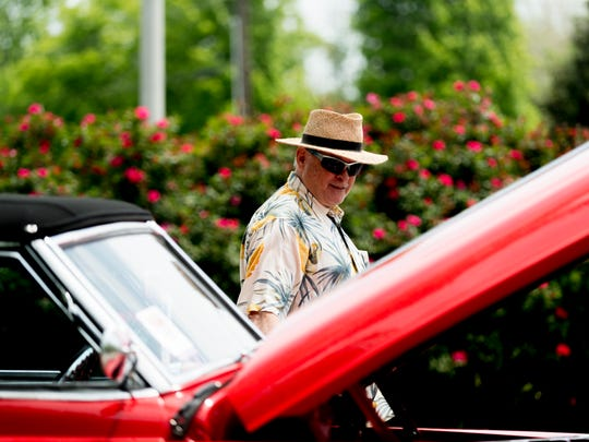 Wayne Gilder, of Delano, Tennessee, checks out a vintage