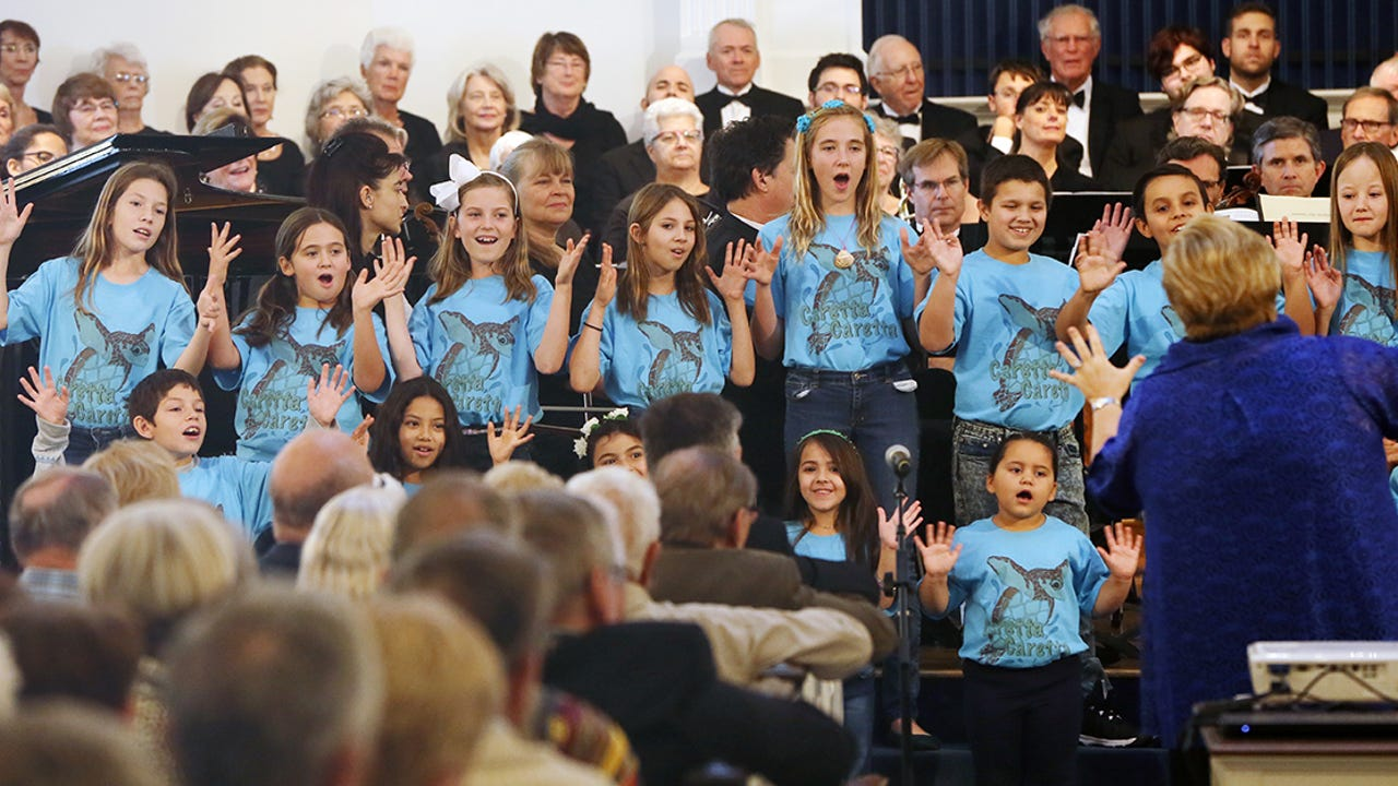Scenes from a concert Sunday at the Naples United Church of Christ. The event was held in support of the Turtles on the Town project, which raises awareness for the Conservancy of Southwest Florida. Video by Kinfay Moroti/news-press.com