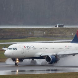 Woman fined $500 for bringing Delta in-flight snack through Customs: report