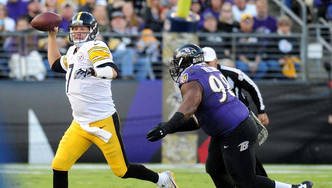 Pittsburgh Steelers quarterback Ben Roethlisberger (7) throws a pass while being pursued by Baltimore Ravens defensive tackle Brandon Williams (98) in the fourth quarter at M&T Bank Stadium.