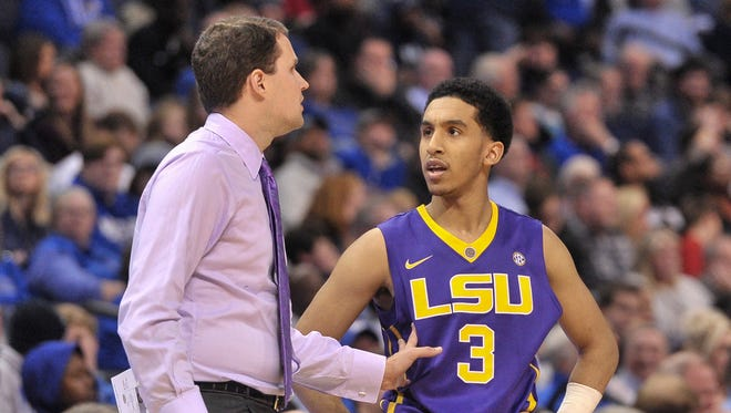 LSU Tigers head coach Will Wade and LSU Tigers guard Tremont Waters (3) talk during the second half against the Memphis Tigers at FedExForum. LSU Tigers defeated the Memphis Tigers 71-61.