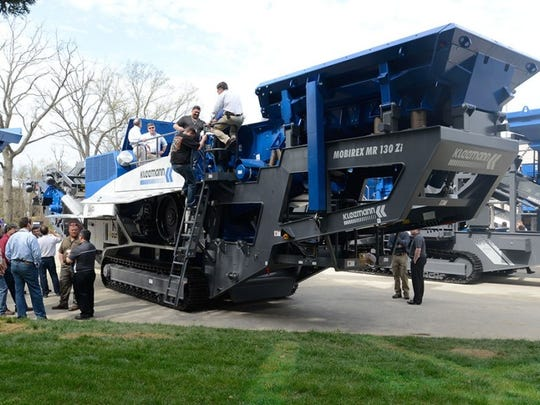 Equipment such as crushers, asphaltpavers, grinders