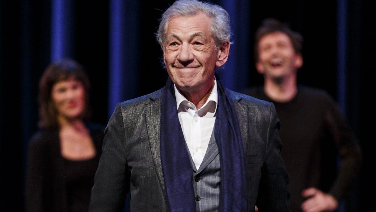 ShowBiz Minute: Ian McKellen apologizes