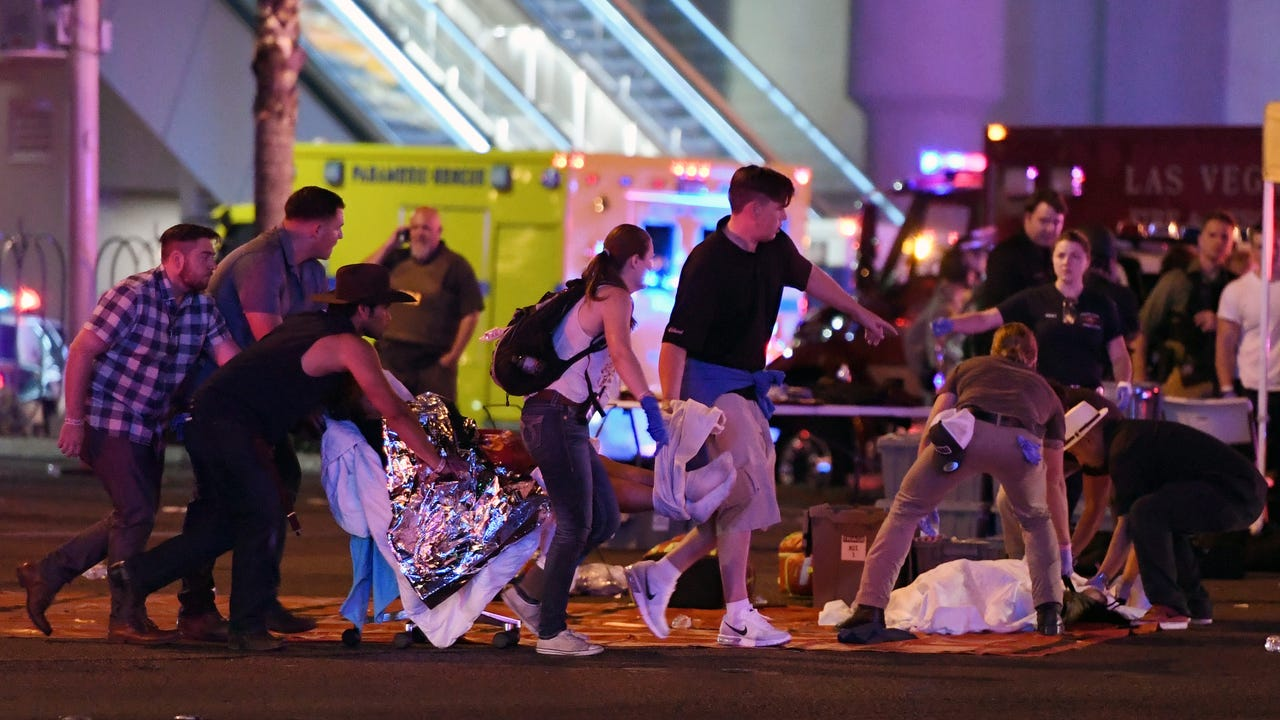 Video shows first moment of Las Vegas shooting