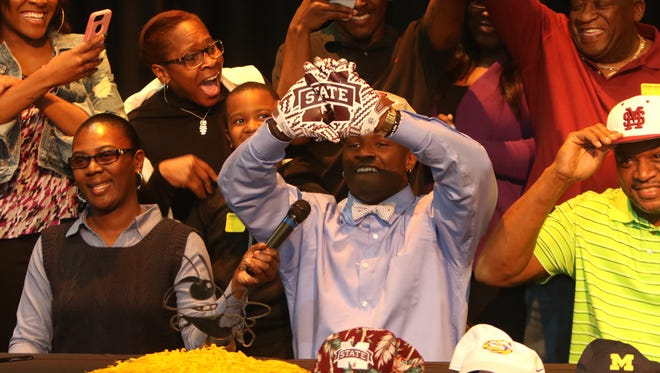 Starkville linebacker Willie Gay announced Wednesday that he has signed with Mississippi State.