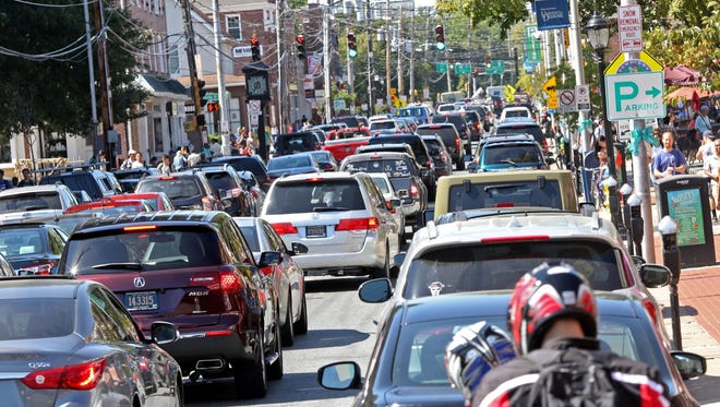 Traffic backs up along Main Street in Newark. Transportation officials on Tuesday unveiled plans to rebuild the road and add 21 curb extensions.