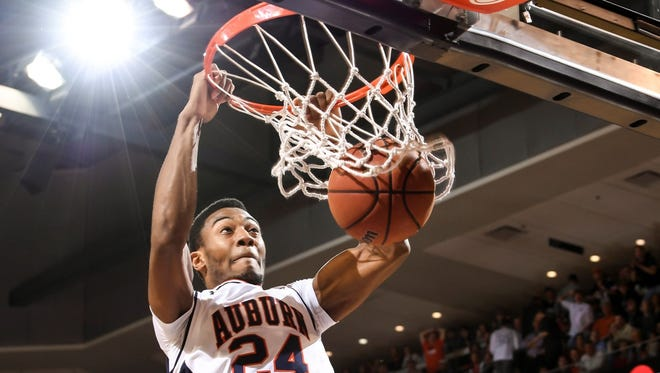 Auburn's Anfernee McLemore against Georgia