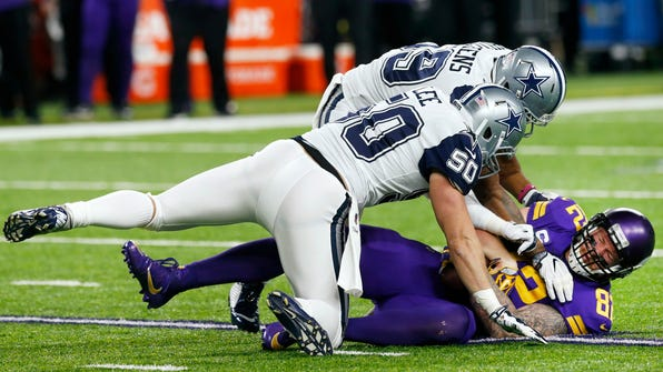 Minnesota Vikings tight end Kyle Rudolph (82) catches a pass under Dallas Cowboys defenders Sean Lee (50) and Anthony Hitchens, rear, during the first half of an NFL football game Thursday, Dec. 1, 2016, in Minneapolis. (AP Photo/Jim Mone)