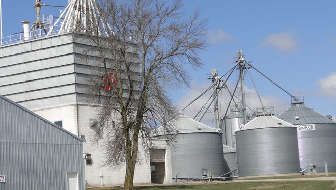 Grain storage bins are beneficial for storing the abundance of grain produced in the state but they can also be dangerous places.  The Wisconsin Agri-Business Association together with OSHA hosted a safety workshop last week at the Arlington Research farm to remind grain facility workers and farmers who store grain of the hazards associated with these storage bins.