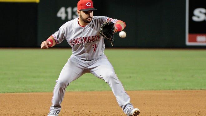 Cincinnati Reds third baseman Eugenio Suarez (7) fields a ball during the fourth inning against the Arizona Diamondbacks at Chase Field.