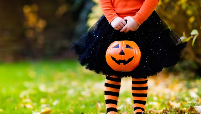 Even though most of us are stocking up on candy, you can put measures in place to ensure your family doesn't go overboard with sweets. Below are some tips on how to stay healthy this Halloween.