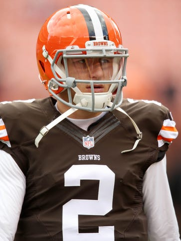 Cleveland Browns quarterback Johnny Manziel (2) before