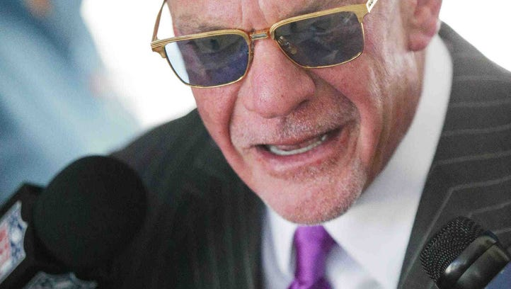 Doyel: Jim Irsay misses wide on player protests