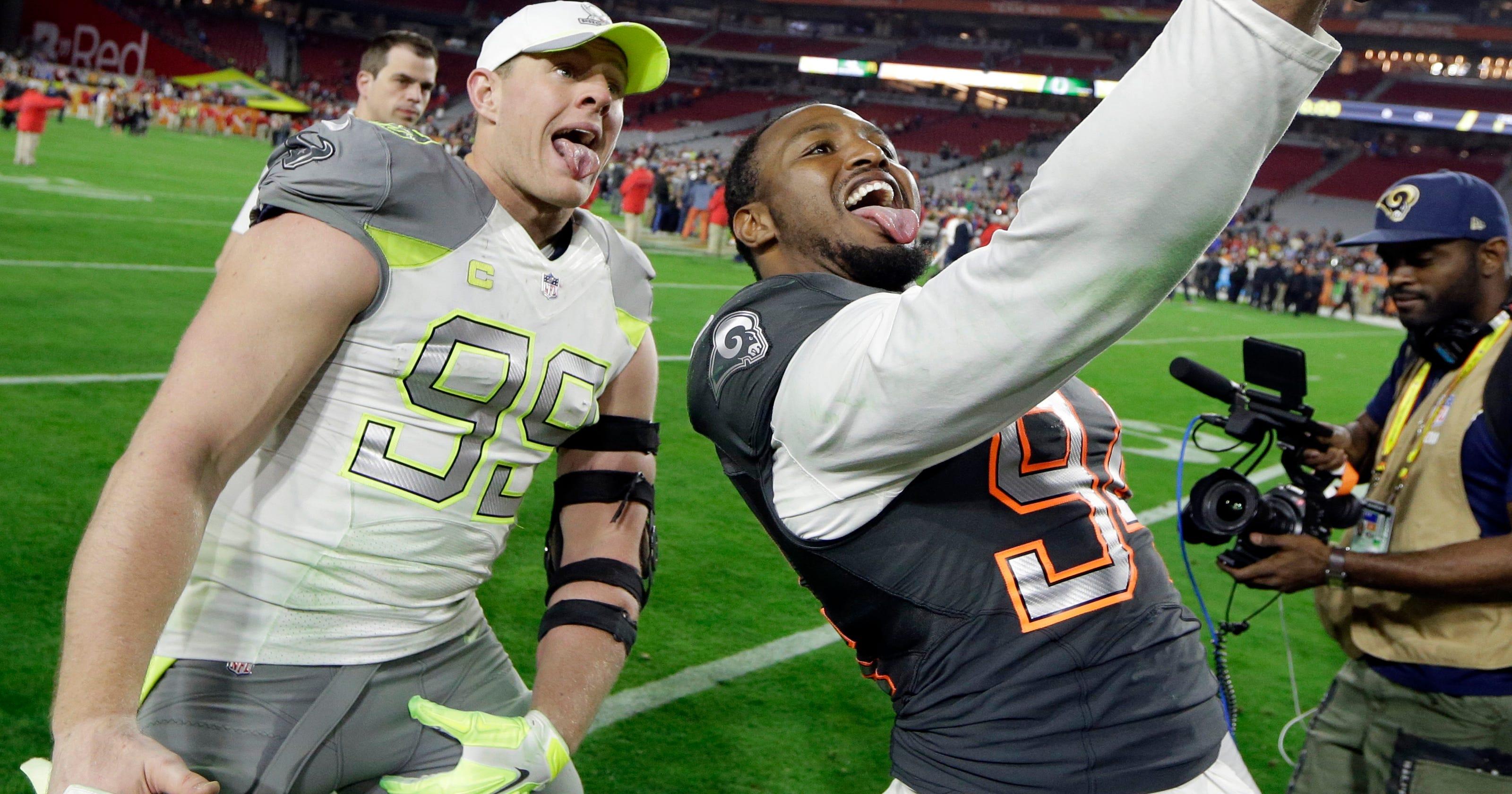 official photos 8c27b e5c52 Watt dances and dazzles at the Pro Bowl