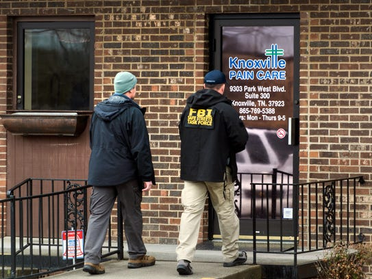 FBI agents enter the Knoxville Pain Care clinic at 9303 Park West Blvd. in this March 10, 2015, file photo. It is one of two West Knoxville pain clinics raided by federal agents where records were seized.