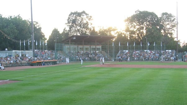 The Wisconsin Rapids Rafters fell to the Green Bay Bullfrogs Tuesday night by a score of 3-2 at Joannes Stadium in Green Bay.