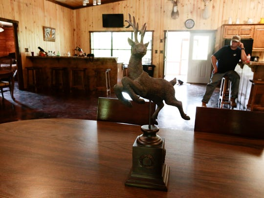 A deer statue on the dining table in the lodge at the