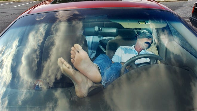 Experts say the best way to combat sleepiness behind the wheel is to pull over and take a nap.