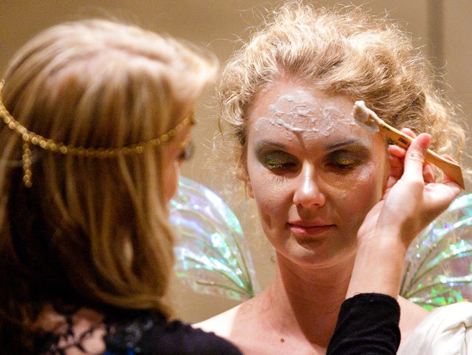 Casey Kaki instructs guests on how to apply fairy makeupat CopperCon FANtasm 34 on Aug. 22, 2014.