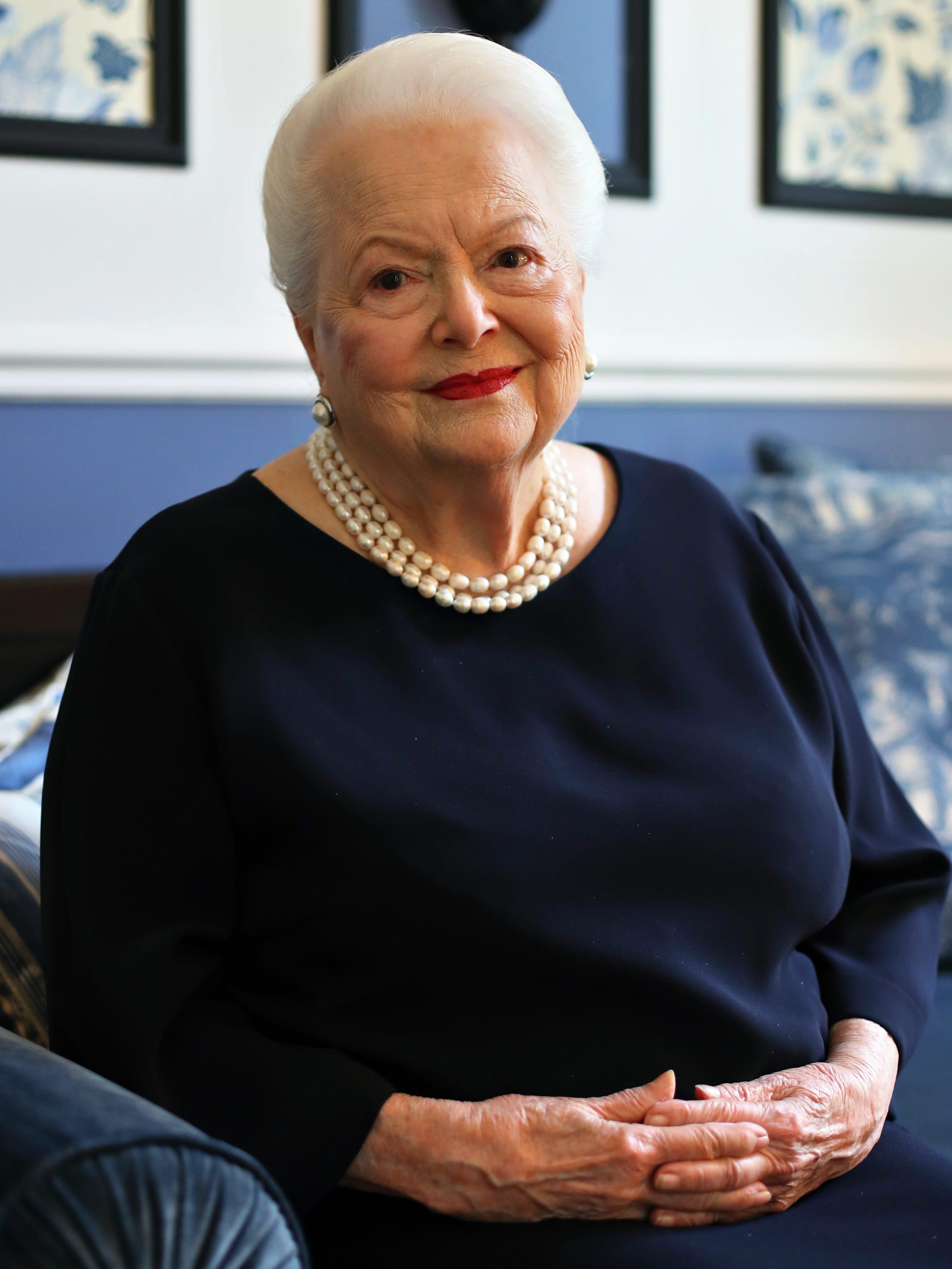 De Havilland breaks silence on Fontaine feud
