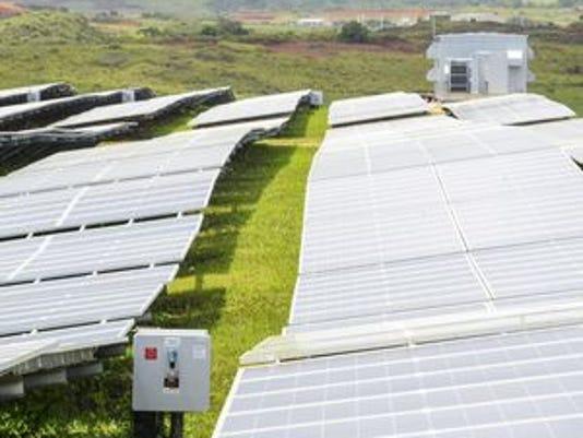 635798731616314438-635797752198250737-Solar-Farm-opens-12