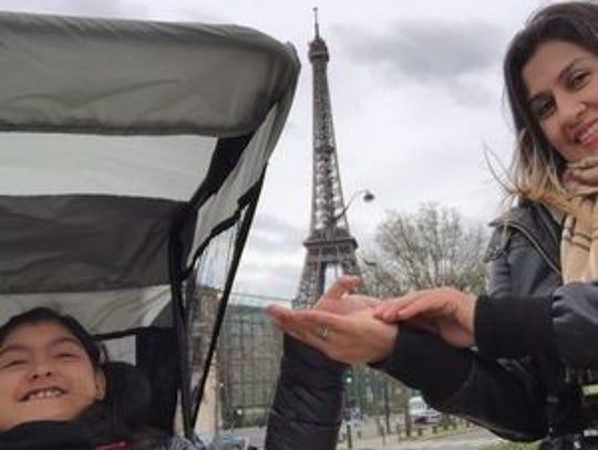 Karizma y Maribel en París.
