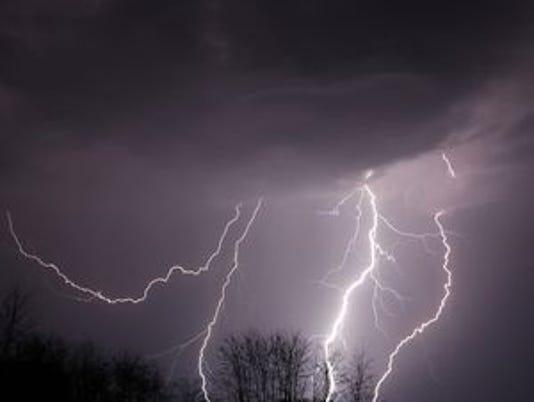 636066233166041124-635929008440874795-FON-lightning-1-030616.jpg