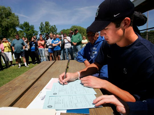 Oak Creek's Tony Butler signs a Major League Baseball contract with the Seattle Mariners at the Oak Creek High School field June 12, 2006.